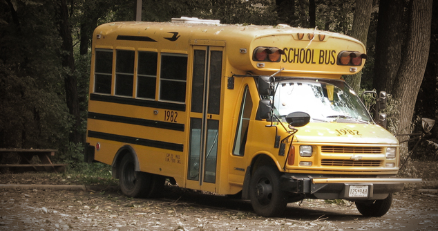 a picture of a yellow school bus